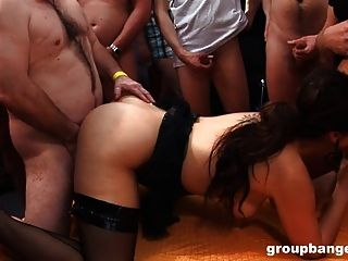 cumbath für 2 Amateur-Girls von groupbanged.com