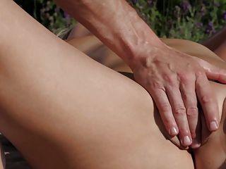relaxxxed erotische Outdoor-Massage und ficken mit Tschechisch Babe