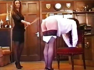 freches Mädchen caned