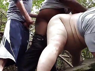 ein schwarz nimm mich in den Wald