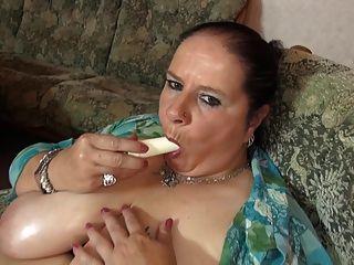 reife große Mutter mit großen saftigen Titten und hungrige Fotze