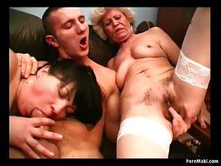 sexy Mutter Effie teilt einen jungen Schwanz