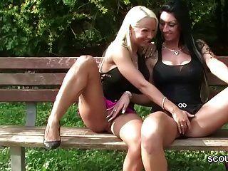 zwei deutsche lesbische Jugendliche lecken draußen und werden von der Polizei gefangen
