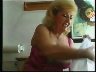 Oma Lesben zusammen pissen