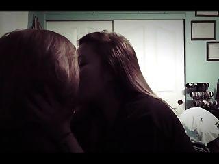 Amateur asiatische Mädchen Lesben Kuss