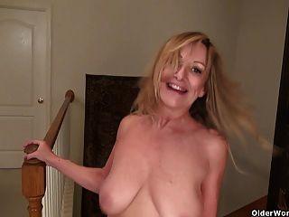 Amerikanische Milf Sally Stahl lässt Sie ihre Lady Bits genießen