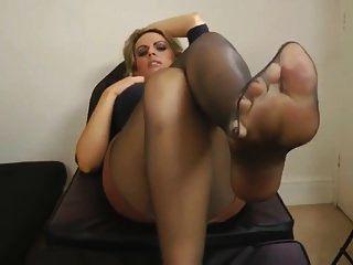schwarze Strumpfhosen Füße nach der Arbeit