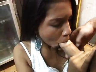 sexy asiatische Küken in der Küche gefickt