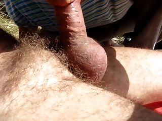 Alter Mann bläst seine Freunde Schwanz in den Dünen 2