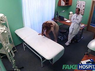 fakehospital zierlich heißen russischen Teenager bekommt Pussy geleckt