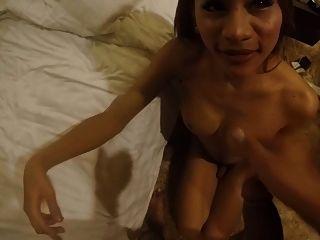 braunen Schwanz für petite thai Ladyboy Prostituierte p3 Gesichtsbehandlung