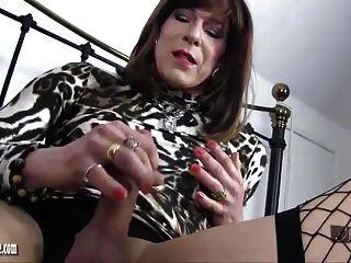 sexy MILF gibt geilen großen Schwanz tgirl Arsch und Hahn Bestrafung