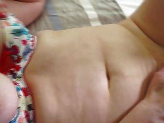 natürliche vollbusige reife Mutter mit haarigen Muschi