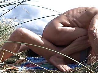 alter Mann fickt seinen Freund in den Dünen