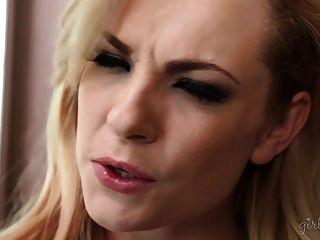 erstaunliches lesbisches Video mit Dahlia Sky und Cassidy Klein