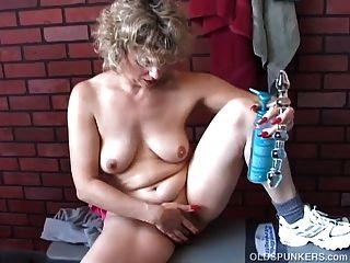 wunderschöne ältere Babe wünscht, Sie würden ihre saftige Pussy ficken