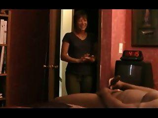 erwischt von sexy MILF masturbieren