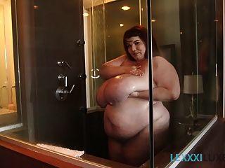 sexy bbw lexxxi luxe seifen und duschen