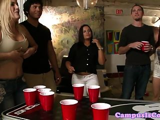Amateur College-Student Saugen Hahn auf Party