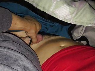 Cumming auf milfs behaarte Muschi und Höschen