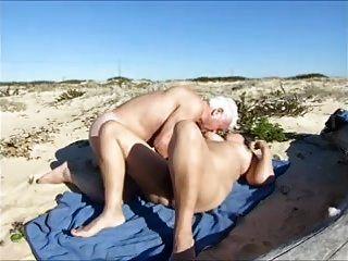 Frau, heißer Sex am Strand
