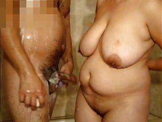 reife Frau mit großen Titten und mich in der Dusche