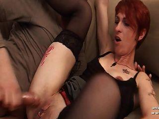Amateur französisch Rothaarige Hausfrau mit Esel zum Mund sodomized