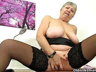 british grannies savana und sandie brauchen noch masturbation