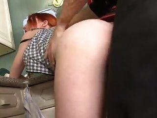 sb3 hilft nicht ihrem Papa in der Küche!