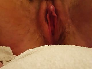 große Kitzler spritzende Muschi