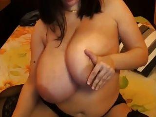 eine Primer riesigen großen natürlichen Titten saggy großen Brustwarzen streicheln
