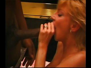 reiche Frau milch die ganze BBC mit ihrem Mund.