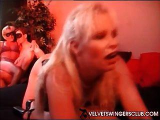 Samt Swinger Club Orgie mit Lifestyle-Paare und Singles