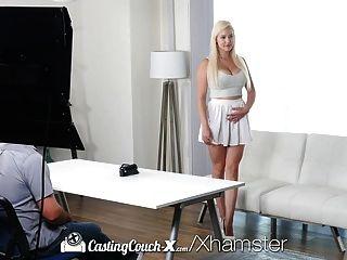 Castingcouch x vollbusige blonde Kylie Seite mit perfekten Titten