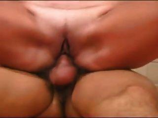 Junge hat seinen ersten Sex mit einem reifen