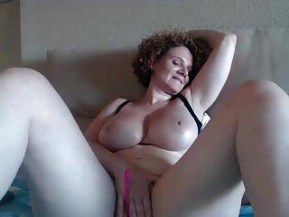 # 2 ps reife große Brüste vollbusige Cam mit rotem Haar