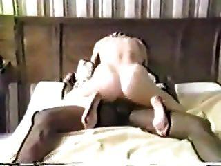So fickst du eine feuchte weiße Muschi, während mein Mann zuschaut.