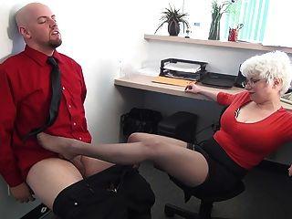 Sekretär dominiert seinen Chef mfl