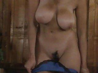Fisting und Masturbation einer großen Titten haarige Muschi