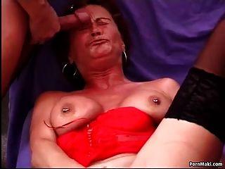 vollbusige reife versucht anal