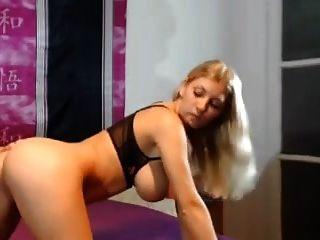 blonde große natürliche Brüste Brustwarzen Saugen großen Schwanz
