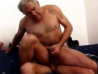 Junge fickt alten Mann