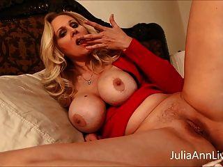vollbusige milf julia ann neckt stiefsohn mit großen titten!