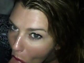sexy Mädchen geben Kopf und nimmt Sperma im Mund