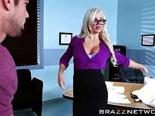 sexy Augenarzt fickt mit einem Patienten