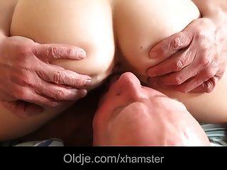 Schritt Vater fickt junge Herrin leckt ihre Füße Sperma im Mund