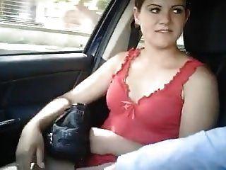 italienische Prostituierte im Auto gefummelt