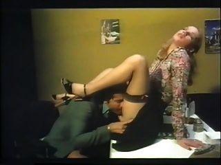 büro fick mit brigitte lahaie brennende duschen (1978) sc2