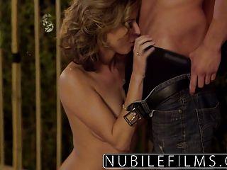 nubilefilms Outdoor-Romantik führt zum geilen Fick