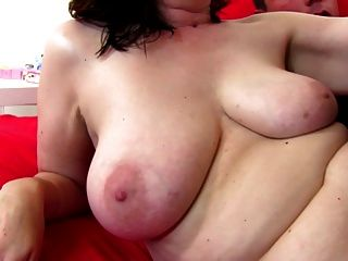 Amateur reife Mutter fickt junge pervers